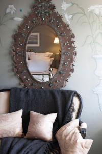A seating area at Westcroft Guesthouse Boutique B & B