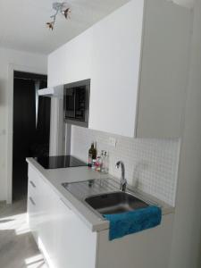 A kitchen or kitchenette at Appartamenti Stella della neve