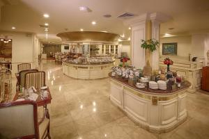 A restaurant or other place to eat at The Westin Camino Real, Guatemala