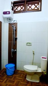 Kamar mandi di City Stay Homestay Jogja