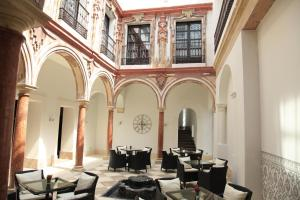 A restaurant or other place to eat at Eurostars Patios de Cordoba
