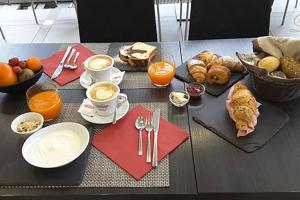 Breakfast options available to guests at Bed and Breakfast Liszt
