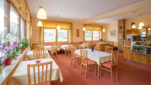 A restaurant or other place to eat at Hotel Reineldis