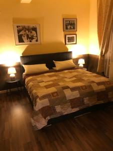 A bed or beds in a room at Suite Edin