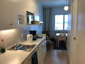 Virtuvė arba virtuvėlė apgyvendinimo įstaigoje Töölö Towers