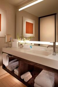 A bathroom at Conrad New York Downtown