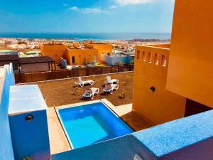 Widok na basen w obiekcie Villa Nicoletti lub jego pobliżu