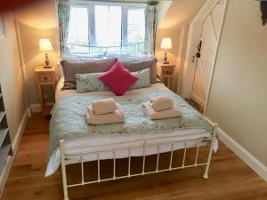 A bed or beds in a room at The Gardener's Cottage