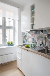 Kuchnia lub aneks kuchenny w obiekcie Apartament Miętowy | Chill and the City Apartments