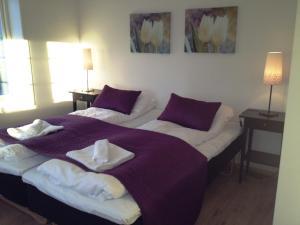 En eller flere senger på et rom på Verkshotellet Jørpeland