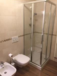 A bathroom at Hotel Crocini