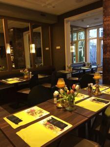 Ein Restaurant oder anderes Speiselokal in der Unterkunft Apple Inn Hotel