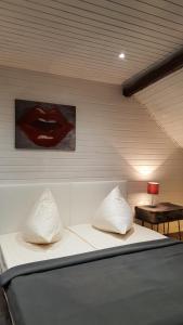 Een bed of bedden in een kamer bij Ferienhaus Emil