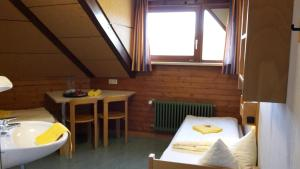 A bathroom at Hellmut-Waßmer-Jugendherberge Lörrach