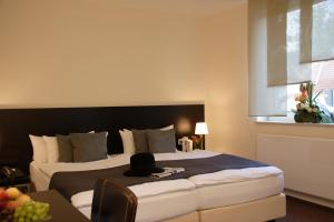 A bed or beds in a room at Hotel Bonjour