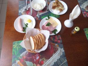 Breakfast options available to guests at Gostinitsa DmitrovGrad