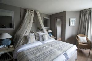 A bed or beds in a room at Lebeau Hotel