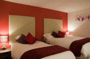 A bed or beds in a room at Haveli Hotel