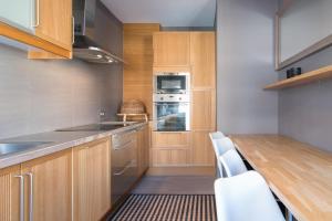 Cuisine ou kitchenette dans l'établissement App De Panne 2