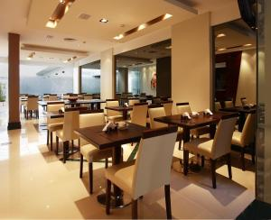 A restaurant or other place to eat at Blank Hotel Recoleta