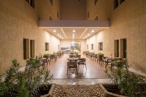 Um restaurante ou outro lugar para comer em Melissa Hotel Riyadh