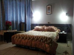 A bed or beds in a room at Hotel La Giralda