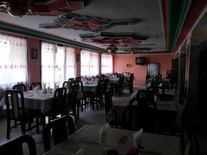 A restaurant or other place to eat at Hotel La Giralda