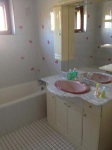 Salle de bains dans l'établissement Le cep de vigne