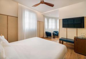 Letto o letti in una camera di H10 Madison 4* Sup