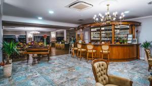 The lounge or bar area at Hotel Paryski Art & Business