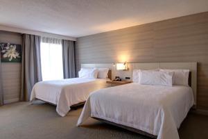 Кровать или кровати в номере Hilton Garden Inn Toronto/Mississauga