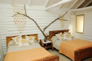 Una cama o camas en una habitación de El Destino Posada Boutique