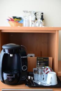 Coffee and tea-making facilities at Hotel National Düsseldorf (Superior)