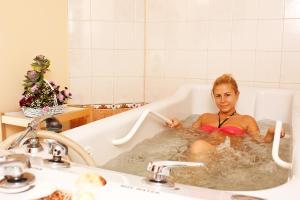 Een badkamer bij Saint George Hotel & Medical Spa