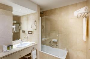 Un baño de Sercotel Gran Hotel Conde Duque