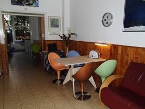 مطعم أو مكان آخر لتناول الطعام في Bicycle Hotel Amsterdam