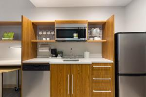 A kitchen or kitchenette at Home2 Suites by Hilton Downingtown Exton Route 30