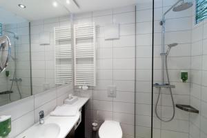 Ein Badezimmer in der Unterkunft Seenario - Art & Health Hotel am See