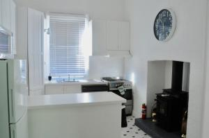 A kitchen or kitchenette at Kilparney House