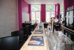 """A restaurant or other place to eat at L'Inattendu """"sur la croisette"""" Dinant centre"""