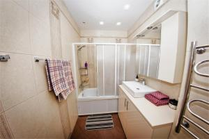 Ванная комната в ATLANT Apartments 109
