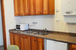 Кухня или мини-кухня в Nuna Ayni Apartments