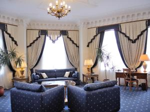 A seating area at Grand Hotel Ukraine