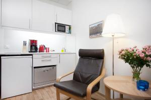A kitchen or kitchenette at Northern Comfort Apartments