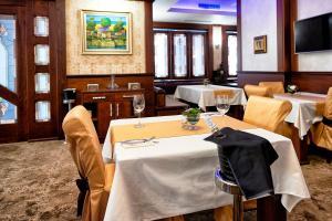 Ресторант или друго място за хранене в Хотел Платинум Имидж