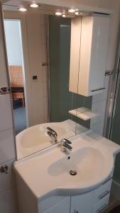 Ein Badezimmer in der Unterkunft Hotel Deutsches Haus Francop