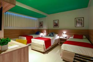 Cama ou camas em um quarto em Portofino Hotel Prime