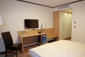 A bed or beds in a room at Hotel Ratsstuben
