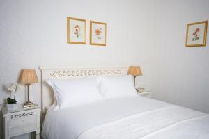 A bed or beds in a room at Craig Villa Guest House