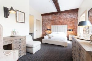 A bed or beds in a room at Garrison Inn